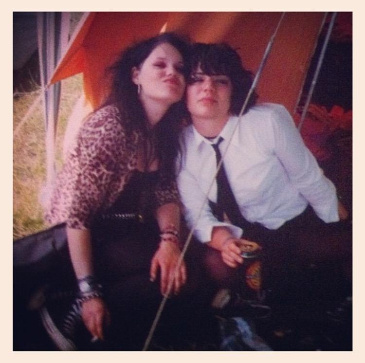 Gamla vänner. Jag och Marie på Hultsfredsfestivalen 2001.